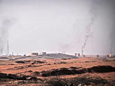 Pozos de petróleo cerca de Kirkuk (2009) |  ©  Andrés Mourenza
