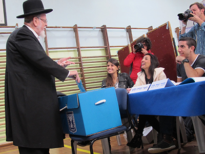 Un judío ortodoxo vota en Jerusalén (Marzo 2015) |  ©  Laura F. Palomo