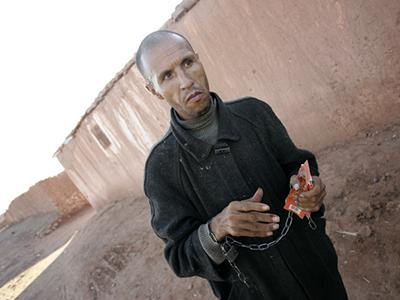 Enfermo mental en Bouya Omar (Dic 2008)  | © Rafael Marchante