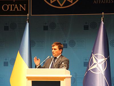 Pavlo Klimkin, ministro de Exteriores de Ucrania, en la reunión de la OTAN en Belek, Antalya (14 May 2015) |  © Ilya U. Topper/M'Sur