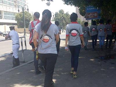 Voluntarios de la brigada contra el acoso sexual (El Cairo, julio 2014)   © Imane Rachidi