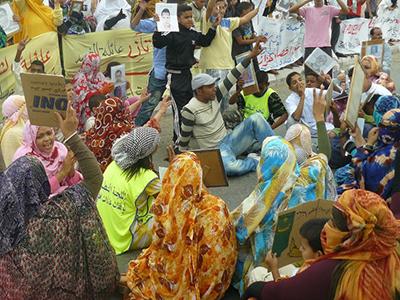 Manifestación de mujeres saharauis en El Aaiún (2015) | © Karlos Zurutuza