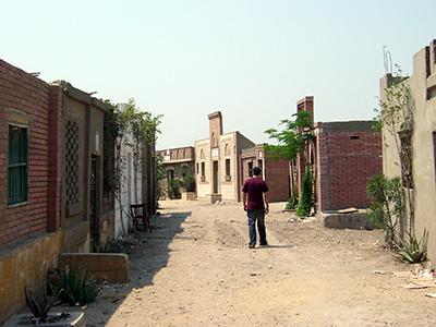 Ciudad de los Muertos en El Cairo, área de tumbas también habitada por clases pobres (2003) |  © Eva Chaves