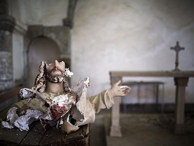 Imagen de un Cristo decapitado en la iglesia de Tel Skuf (Nínive) | © Diego Ibarra