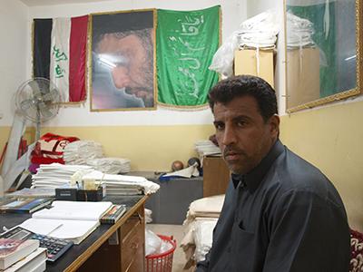 Sadaq Ubaid vende sudarios en Nayaf (2011) |   ©  Karlos Zurutuza