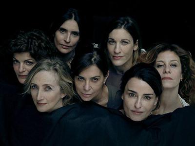 Las seis actrices de 'Tantas caras en la memoria' (Fotografía tomada de Antimafiaduemile)