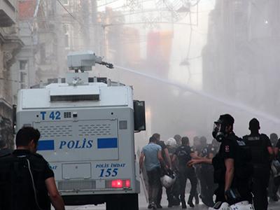 Actuación policial contra la marcha LGBT de Estambul (2015) | © Ilya U. Topper / M'Sur