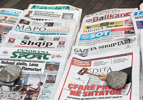Prensa albanesa